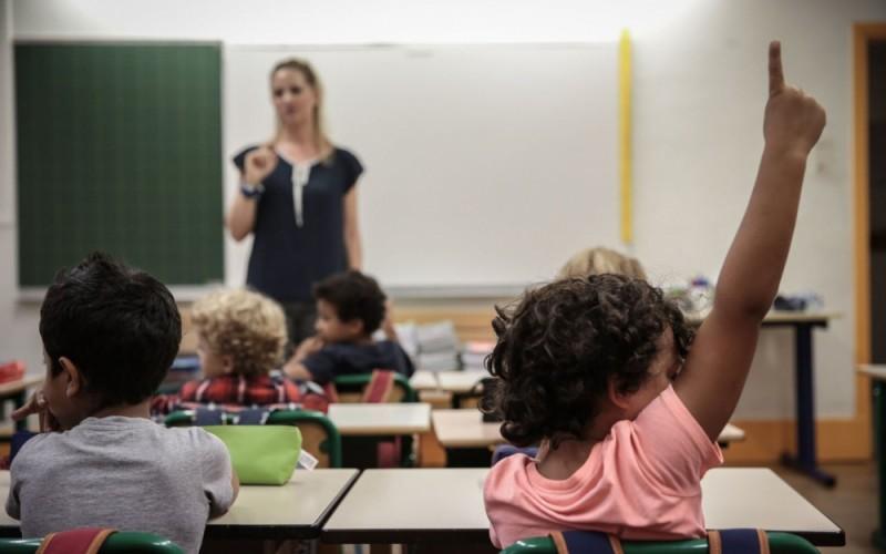 După medici, pleacă și profesorii din țară. Cât primește, în plus, un francez pentru a preda într-un sat!