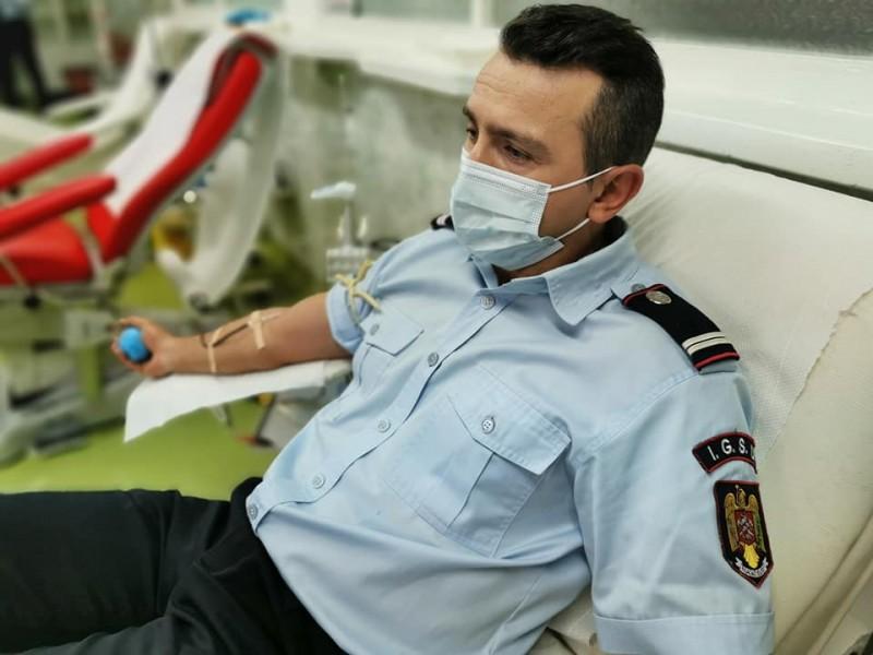 (Foto) Pompierii botoșăneni s-au mobilizat pentru a dona sânge