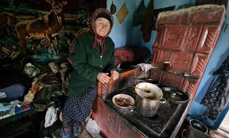 La 86 ani, bunica Adela este îngerul păzitor al fiului ei