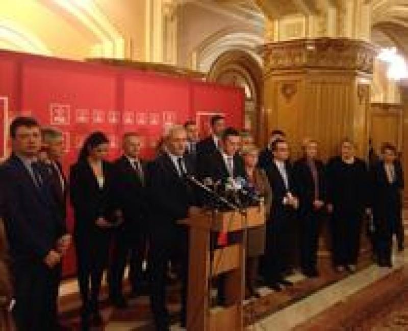 Toti ministrii PSD au demisionat, dar demisiile vor fi activate doar dupa votul din Comitetul Executiv PSD. Grindeanu nu a demisionat!