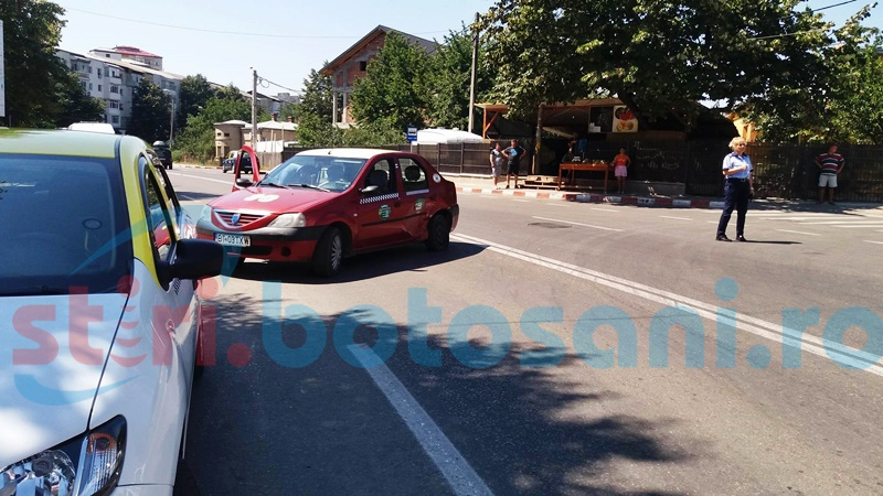Trei mașini avariate după ce un șofer a pierdut controlul volanului pe o stradă din Botoșani! FOTO