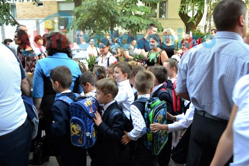 Zeci de școli din județ și-au primit elevii fără a avea autorizație de funcționare!