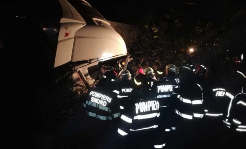 DRAMĂ: 10 oameni au murit și 7 au fost răniți într-un accident pe o șosea din România! Toate victimele erau mame și aveau copii acasă! VIDEO