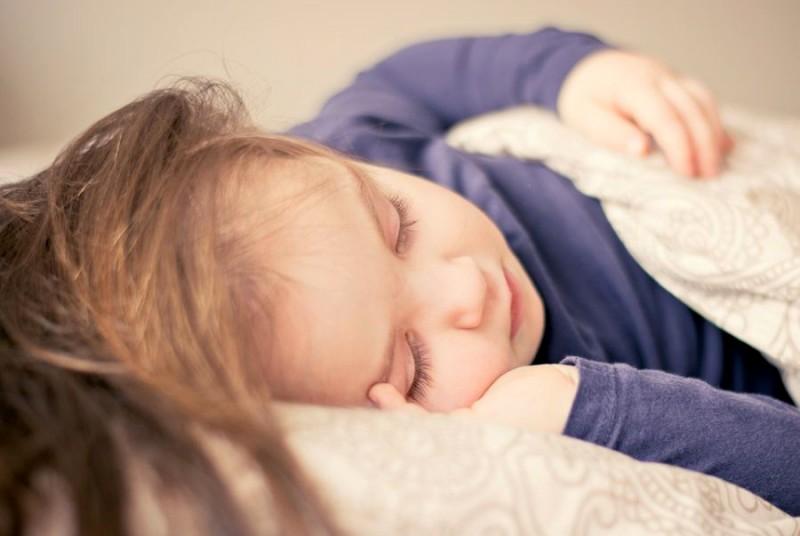 10 sfaturi pentru părinți. Cum să ajuți copilul să doarmă bine