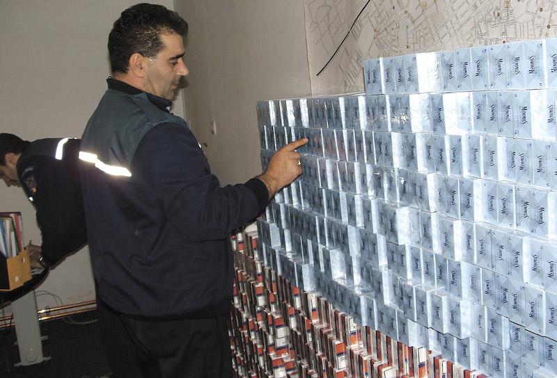 100.000 de lei amenda si 11.000 de pachete de tigari confiscate!