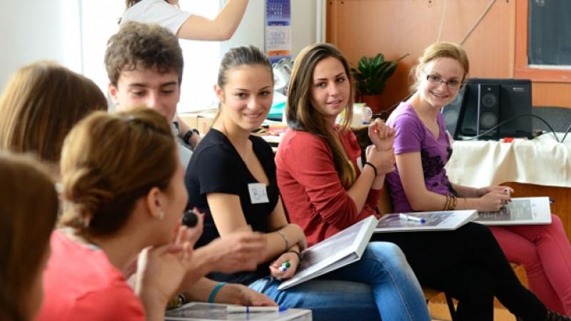 1200 de elevi au fost învățați cum să se păzească de droguri și traficanții de persoane în Campania ,,10 pentru siguranţă''