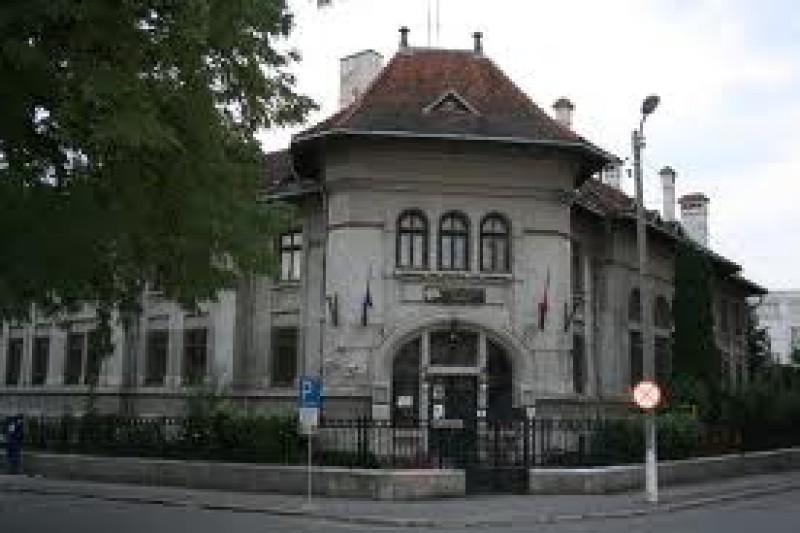 """130 de ani de lectură publică la Biblioteca Judeţeană """"Mihai Eminescu"""" Botoşani"""
