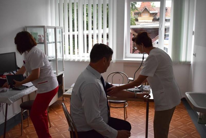 14 iunie, Ziua Mondială a Donatorului de Sânge: Prefectul de Botoșani a donat sânge în această dimineață! FOTO