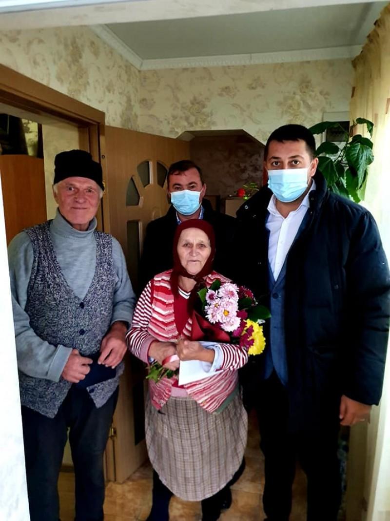 15 cupluri din Bucecea, premiate pentru longevitate în căsătorie