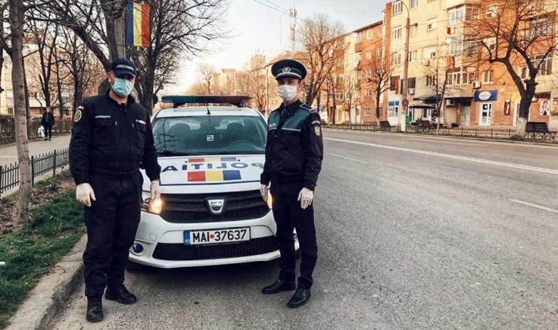 15 elevi aduși la școală de poliție, în timpul unei acțiuni