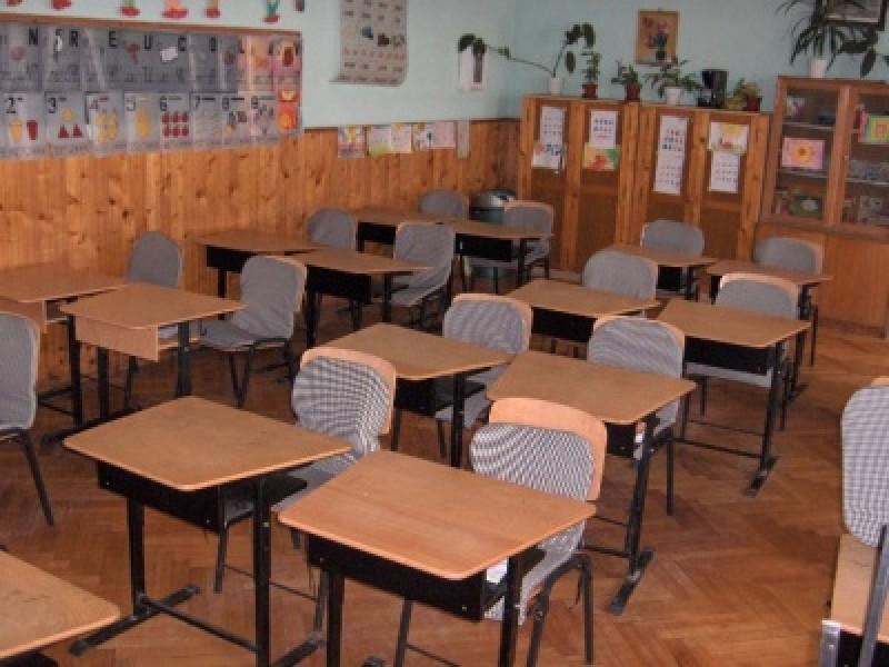 150 de elevi din judetul Botosani, in situatie de abandon scolar, ajutati sa continue scoala