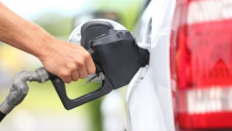 """2017, anul """"exploziei"""" de la pompa de carburant. Preţurile au crescut cu 19% în doar şase luni"""