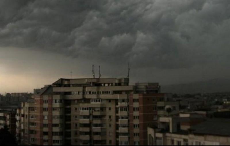 48 de ore de Cod galben de instabilitate atomosferică în Botoșani. Se anunță furtuni și grindină