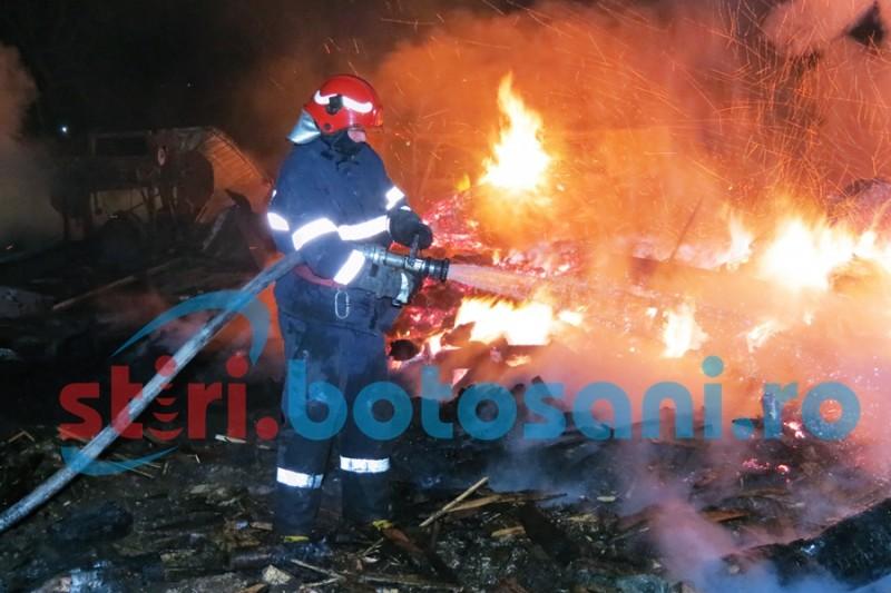 30 de tone de furaje distruse într-un incendiu!