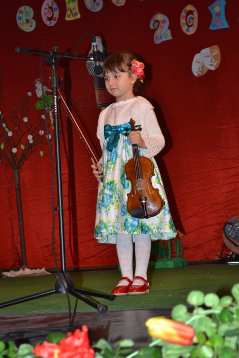 300 de participanți la Concursul Judeţean de Interpretare Artistică la Sala Teatrului Dorohoi