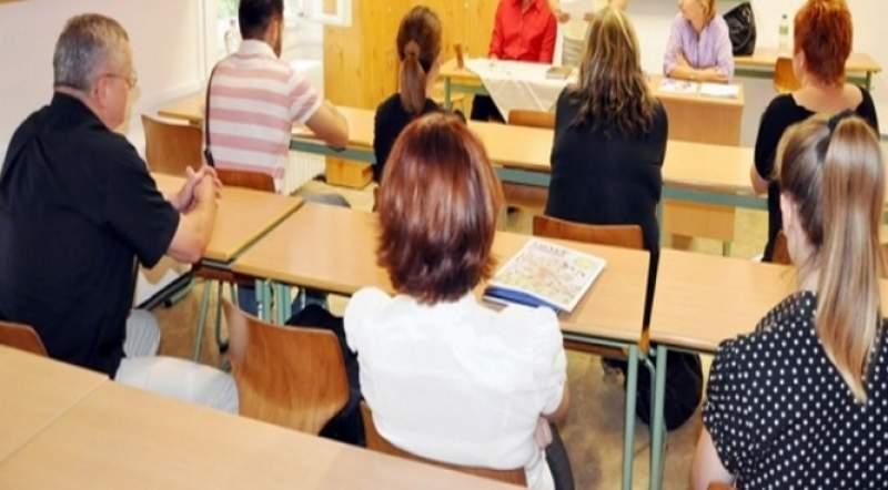 30.000 de profesori dau azi examenul de titularizare. În mod excepțional, se fac înscrieri și în ziua probei