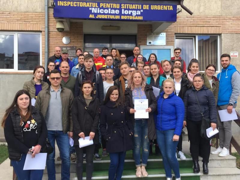 37 de voluntari se alătură echipajelor ISU Botoşani în misiuni FOTO