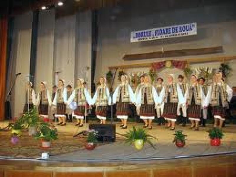 """4-6 mai: Festivalul judeţean de folclor """"Dorule, floare de rouă"""""""