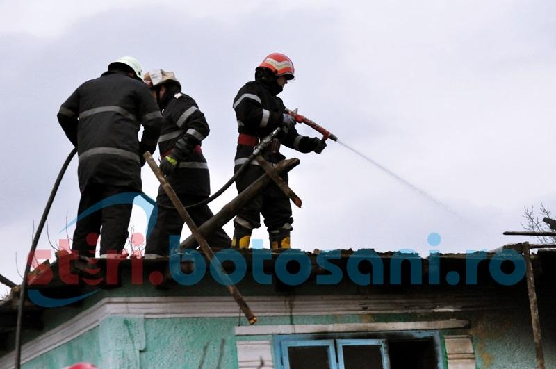 57 de pompieri implicaţi în stingerea a şapte incendii produse într-o singură zi