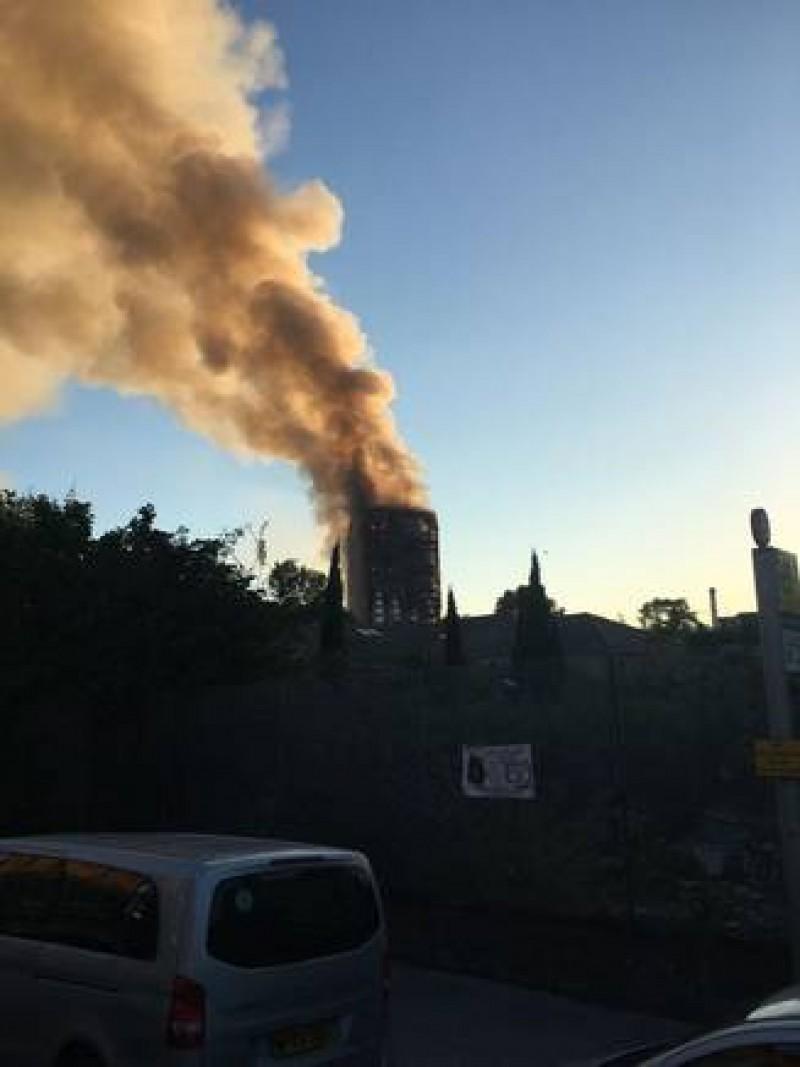 6 persoane au murit si alte 50 sunt ranite la Londra, in incendiul din zgarie-nori