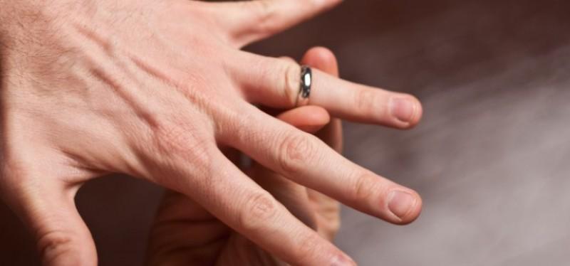 A ajuns la Unitatea de Primiri Urgente din cauza unui inel