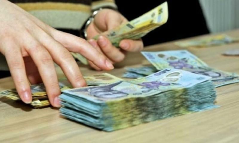 """A crescut numărul beneficiarilor de pensii speciale. Cea mai mare pensie medie este de 18.716 lei, iar """"spuma"""" României este formată din: magistrați, membrii Corpului diplomatic și parlamentarii"""