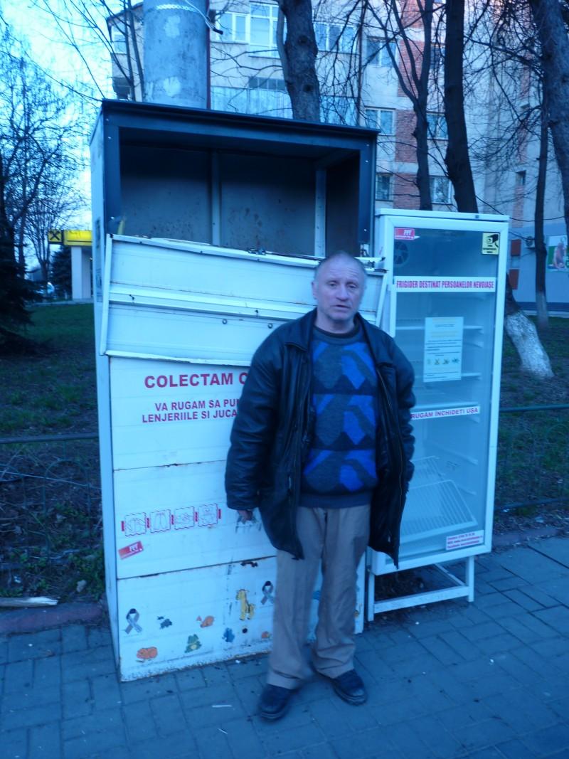 A distrus modulul stradal în care se colectau haine pentru săraci!