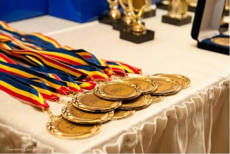 A fost aprobată noua metodologie pentru olimpiadele naționale. Bani mai mulți pentru elevi și profesori!