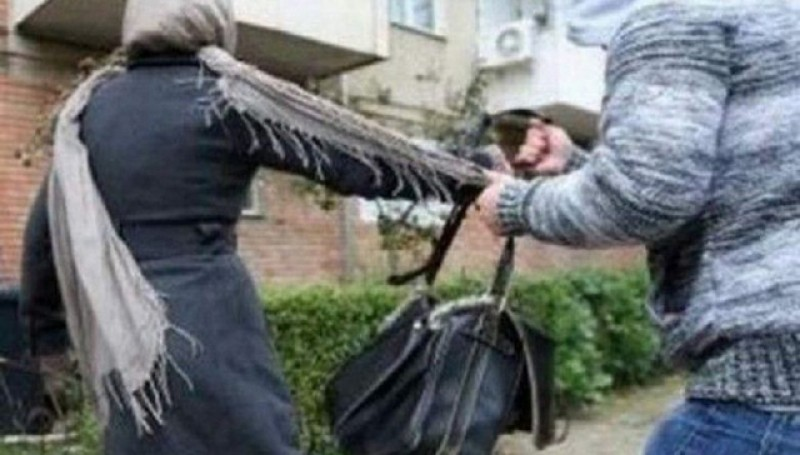 A fost arestat preventiv un bărbat acuzat că ataca pe stradă bătrânele și le lăsa fără poșete!