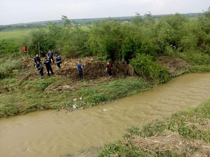 A fost găsit trupul neînsuflețit al femeii dispărute în urma ploii de sâmbătă! FOTO