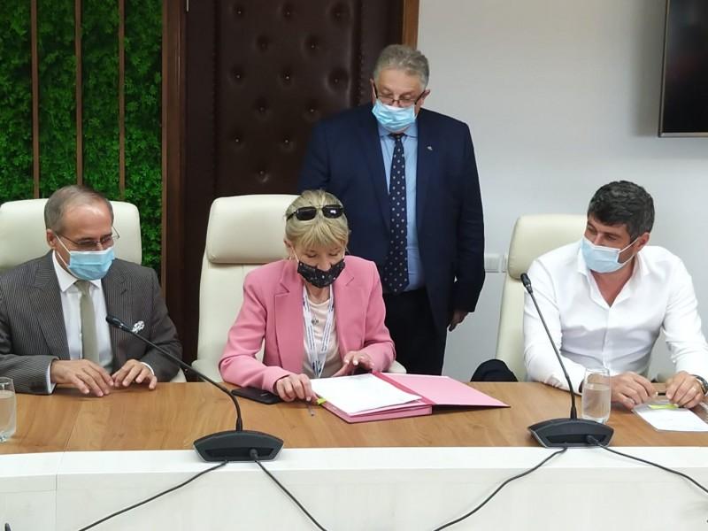 A fost semnat contractul de modernizare a drumului Botoșani-Târgu Frumos