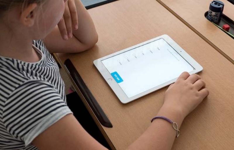 A fost suplimentat bugetul pentru achiziția de tablete destinate elevilor