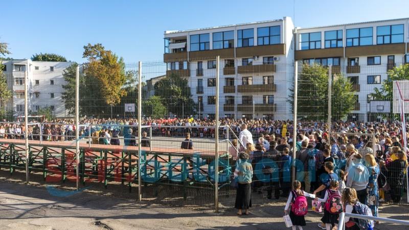 A început școala! Avem cel mai mic număr de copii școlari din ultimii 30 de ani în România! GALERIE FOTO