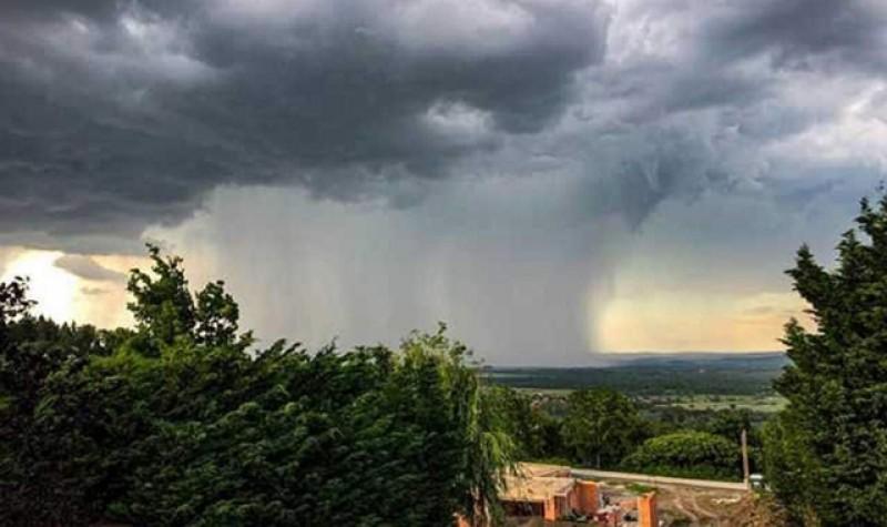 A început vara: ploi torențiale, vijelii și grindină în întreaga țară