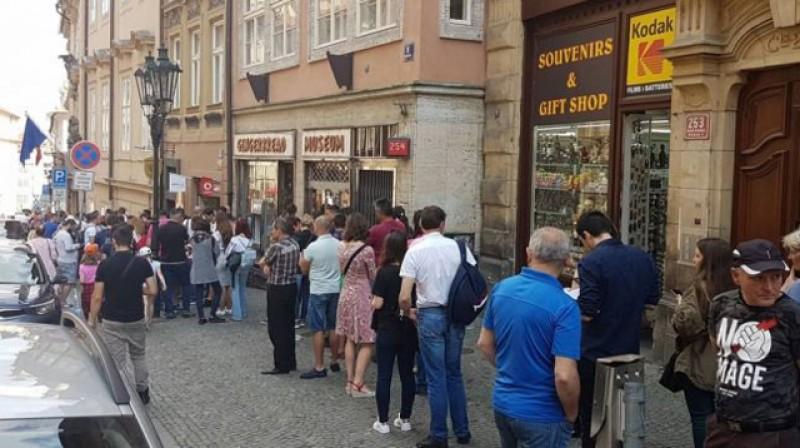 A început votul din străinătate! Doar 10% dintre români sunt întregistrați de AEP! Restul, până la 10 milioane, nu există!