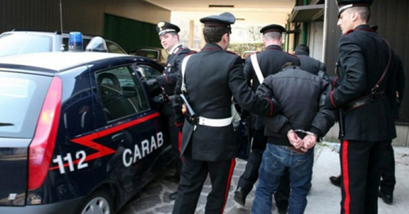 """A încercat să dea mită carabinierilor """"pentru a închide ochii"""", dar a ajuns după gratii!"""