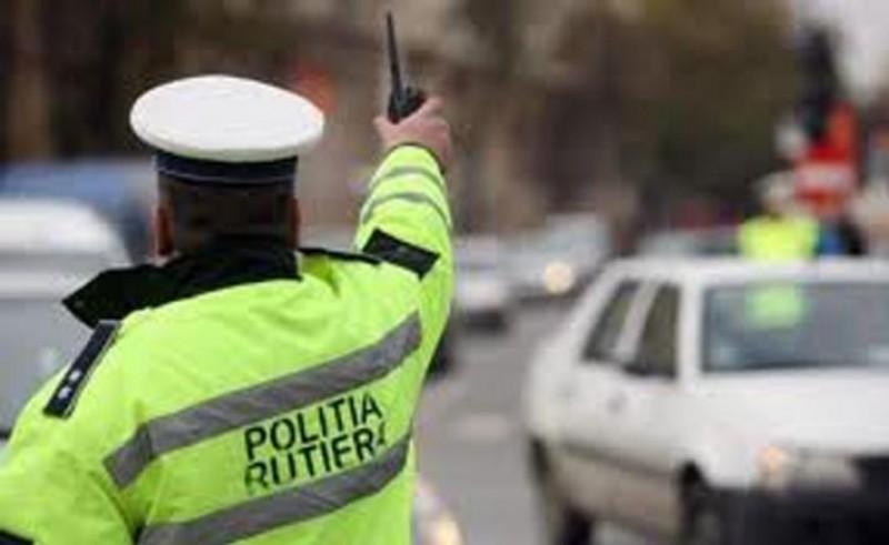 A încercat să înșele vigilența polițiștilor, dar s-a ales cu dosar penal și o amendă usturătoare!