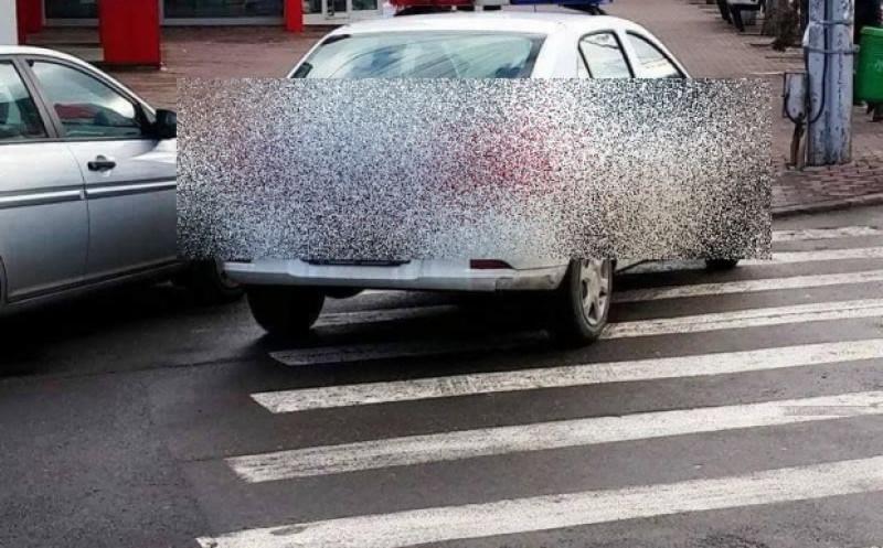 "A ""parcat"" pe marcajul pietonal!"