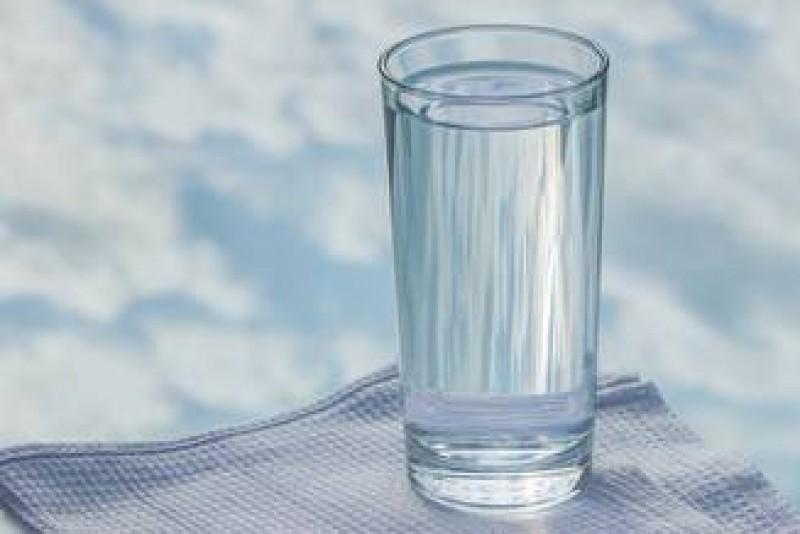 A reclamat la Protecția Consumatorului că s-a îmbătat cu apă plată!