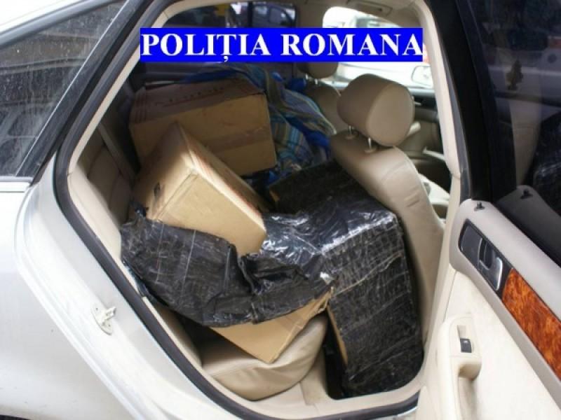 A refuzat să oprească la semnalele polițiștilor: Mașina era burdușită cu țigări!