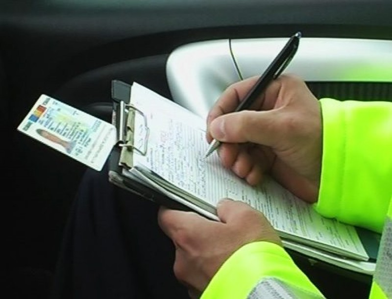 A urcat la volan și a ieșit la plimbare pe drumul din comună: Ce au descoperit polițiștii când l-au oprit!