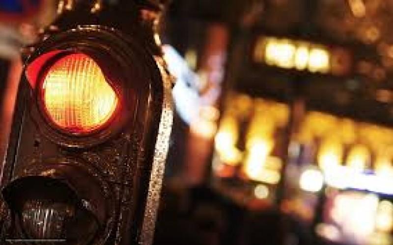 A văzut marcajul pietonal, dar nu și culoarea roșie a semaforului!