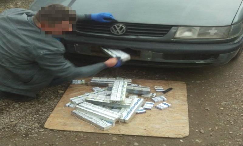 A vrut să introducă în țară 130 de pachete de țigări: Amendat cu 5000 de lei și a rămas și fără mașina de 9.000 de lei! FOTO