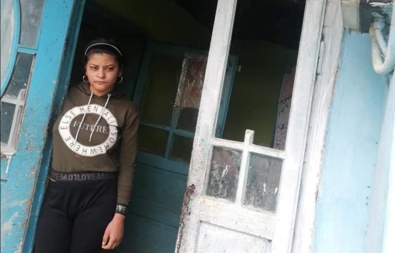 Abandonată de mamă și la un pas de a-și pierde vederea, o tânără din Botoșani are nevoie de sprijinul semenilor