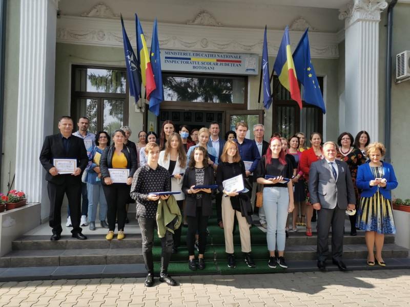 Absolvenții care au obținut media 10 la Bacalaureat, premiați la sediul Inspectoratului Școlar (video)