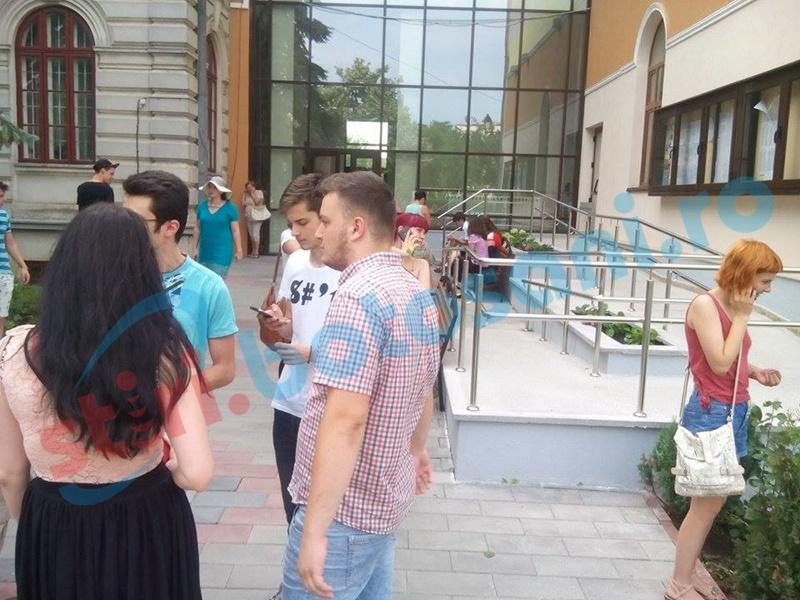Absolvenţii de liceu susţin proba scrisă la Română în cadrul Bacalaureatului