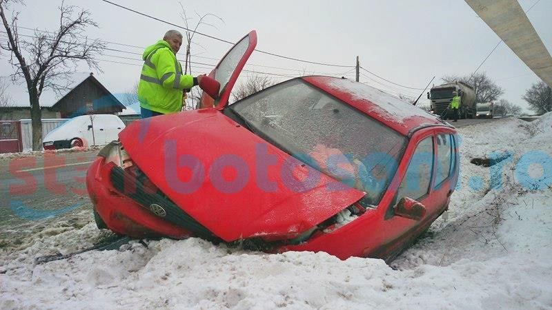 Accident pe drumul european spre Iași! Tineri la spital, după ce s-au izbit violent cu mașina de un cap de pod! FOTO