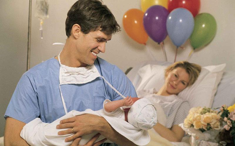 Accesul tăticilor va fi permis în spitale la naşterea copilului