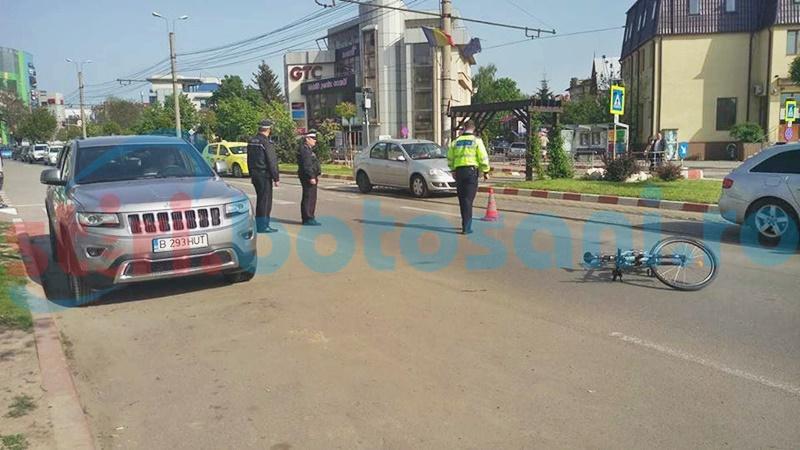 Bărbat rănit, după ce un șofer a deschis portiera, fără să se asigure! FOTO
