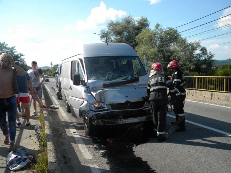 Mașini distruse și trei persoane rănite, din vina unui șofer din Botoșani! FOTO